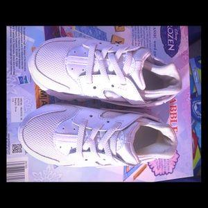 Nike Huarache!!! Kids size 9.. Brand new!!